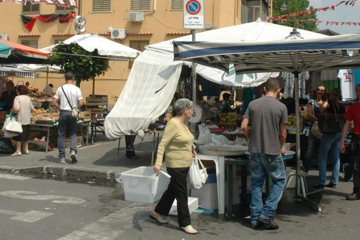 Angri, due ladre fermate al mercato - aSalerno.it