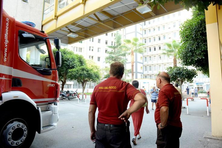 Incendio al Ruggi, Vigili del Fuoco ancora a lavoro - aSalerno.it
