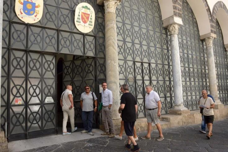 Incontro Vescovo e portatori, passa la linea della Curia - aSalerno.it