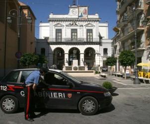 Sal : sequestro di case abusive nella foto l'auto dei carabinieri davanti al comune di san marzano