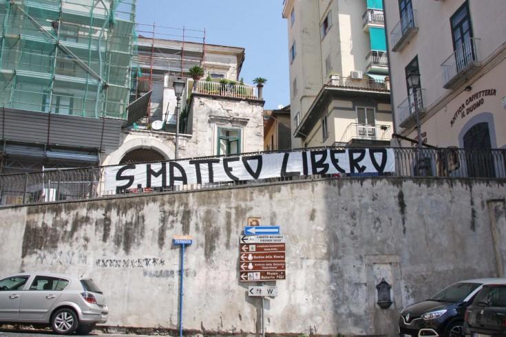 """San Matteo Libero"" spunta lo striscione al Duomo - aSalerno.it"