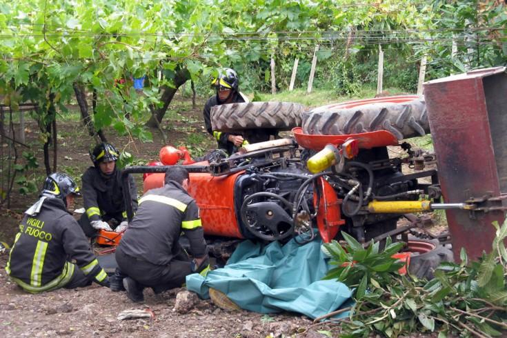Tragedia a Muro Lucano, 86enne schiacciato da un trattore - aSalerno.it