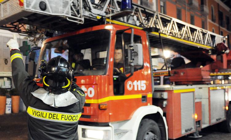 Auto in fiamme a Battipaglia, aperte le indagini: non si esclude nessuna pista - aSalerno.it