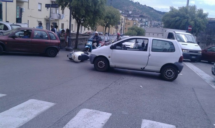 Incidente in via Marino Paglia, traffico in tilt - aSalerno.it