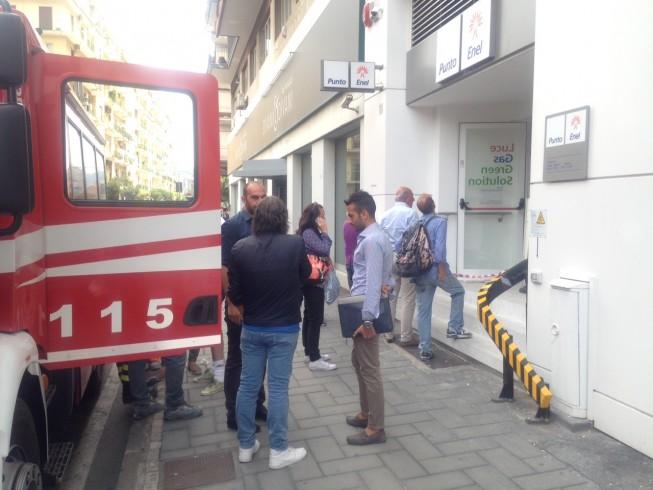 Sfiorata la tragedia al punto Enel, crolla il solaio – FOTO - aSalerno.it