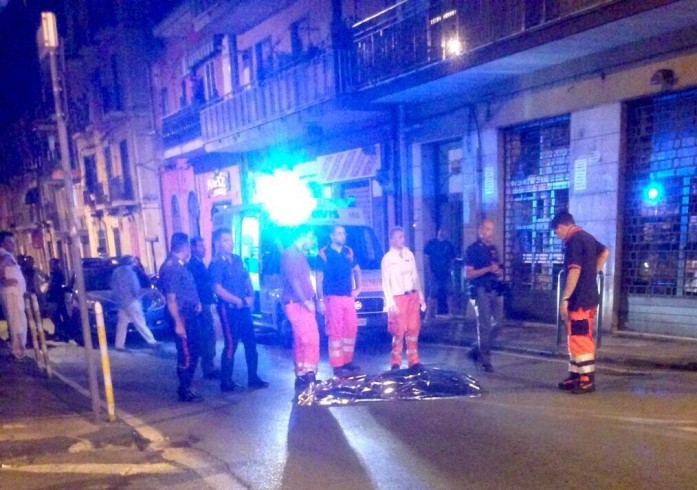 Suicidio in via Capone, 60enne si lancia dal balcone - aSalerno.it