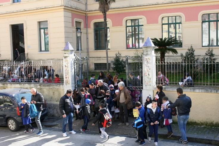 Rivoluzione nel piano di lavoro dei vigili: tornano davanti alle scuole - aSalerno.it