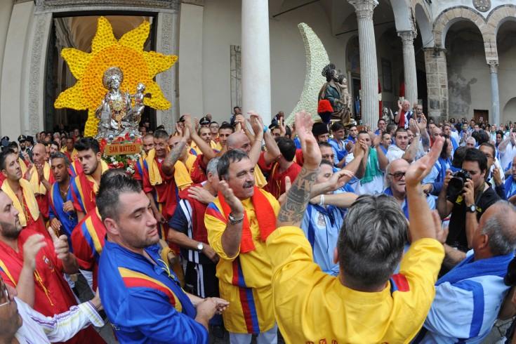 """Alla scuola media """"Lanzalone"""" parlano i portatori di San Matteo - aSalerno.it"""