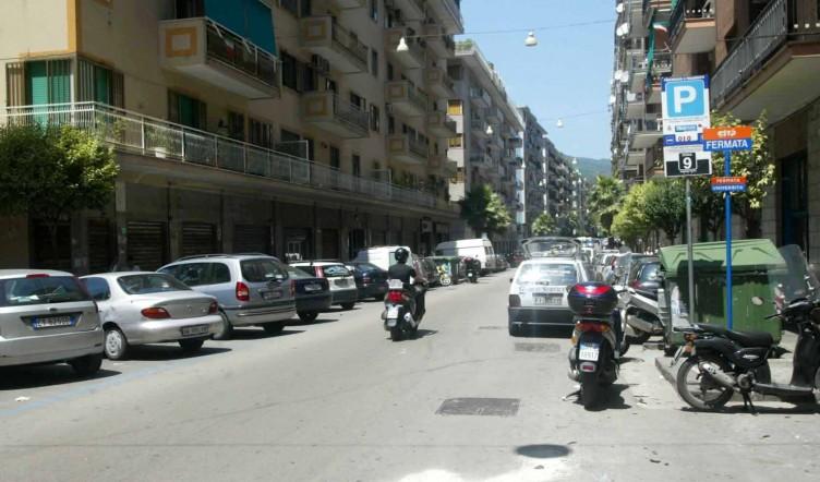 Ladro in bici, scippa una donna in via Guercio e fugge in centro - aSalerno.it