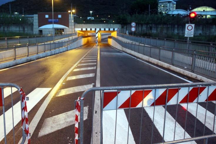 Fuga nella notte, scappano al posto di blocco in via San Leonardo - aSalerno.it