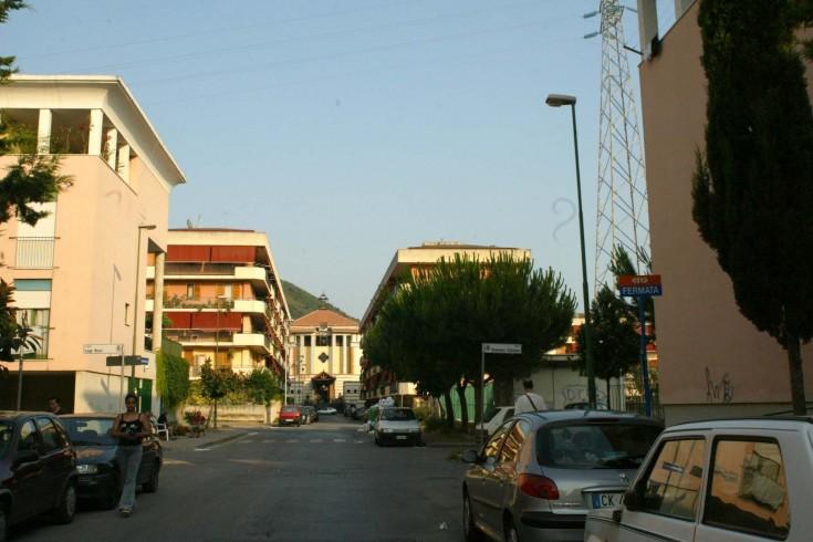 Salerno: si ritira a casa e trova i ladri, i complici lo aggrediscono - aSalerno.it