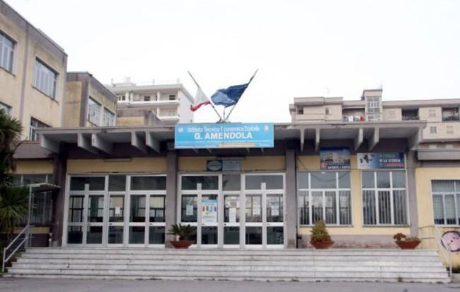 Liceo Santa Caterina-Amendola, stop alla rampa di accesso per disabili - aSalerno.it