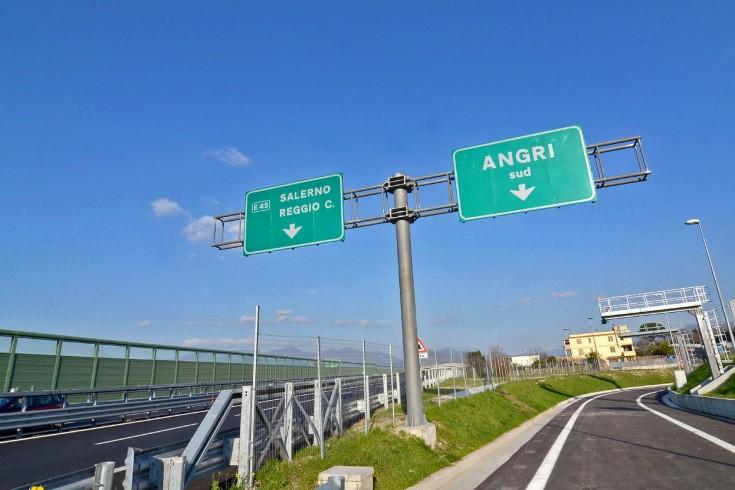 Angri, vivevano sotto il ponte dell'autostrada - aSalerno.it