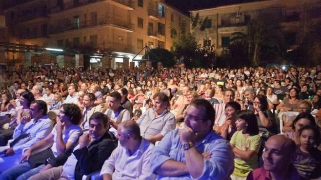 Elisabetta Gregoraci taglia il nastro: al via il Premio Fabula - aSalerno.it