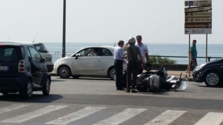 Salerno, due scooter si scontrano all'altezza del Grand Hotel - aSalerno.it
