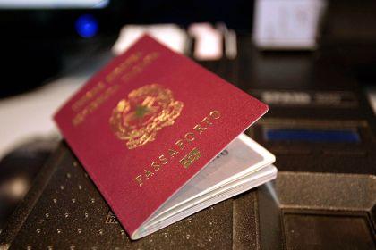 Pluripregiudicato in manette, vendeva passaporti rubati - aSalerno.it