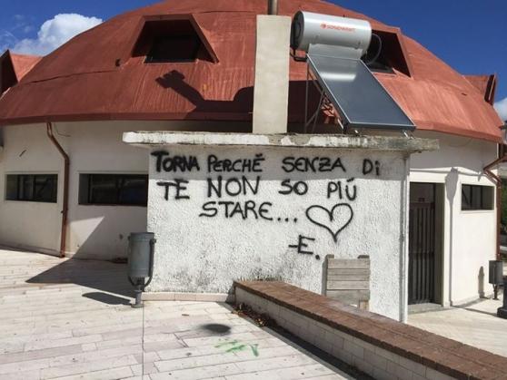 Buonabitacolo, il sindaco infuriato contro le scritte sui muri - aSalerno.it