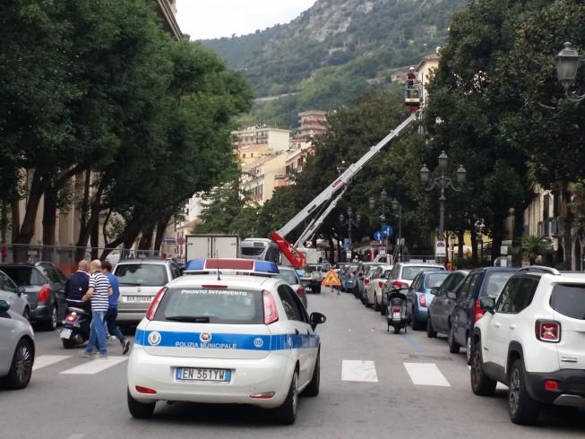 Salerno, traffico in tilt per l'inizio dei lavori delle Luci d'Artista - aSalerno.it