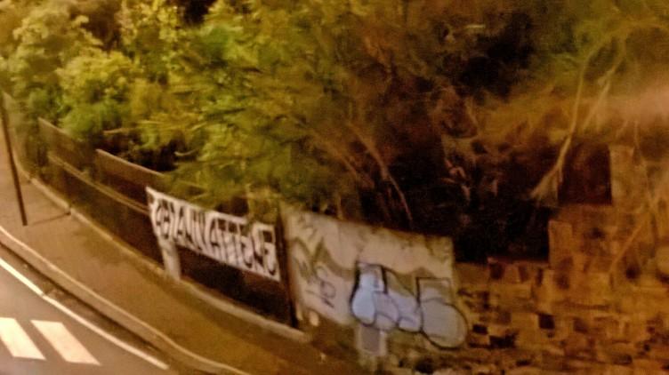 """FOTO – Striscione contro il direttore Fabiani al """"Forte La Carnale"""" - aSalerno.it"""