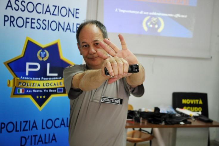 Spray al peperoncino in dotazione alla Polizia Municipale - aSalerno.it
