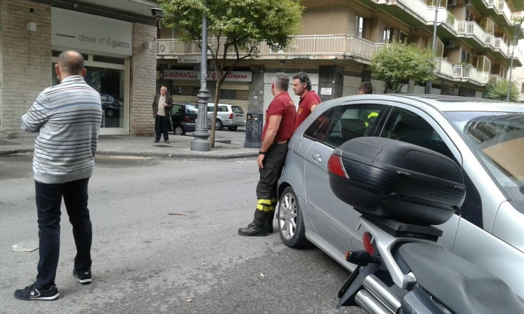 Via Madonna di Fatima: crollano alcuni calcinacci - aSalerno.it