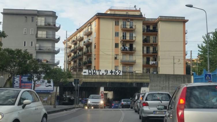 Ironia dei tifosi granata, striscione contro l'articolo 9 a Torrione - aSalerno.it