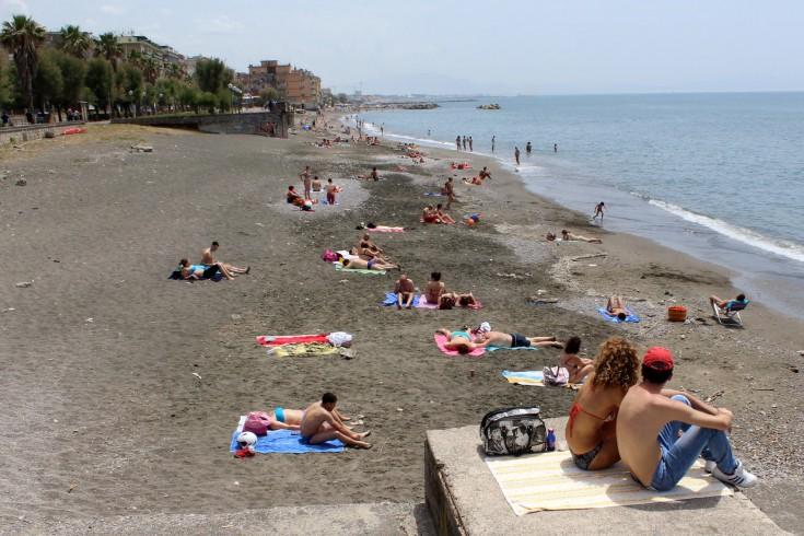 Mare sporco a Salerno, denuncia dei giovani Cisl - aSalerno.it