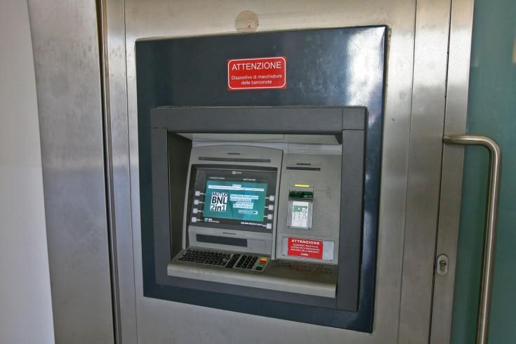 "Salerno, si credevano ""Jeeg Robot"": provano a scardinare un bancomat - aSalerno.it"