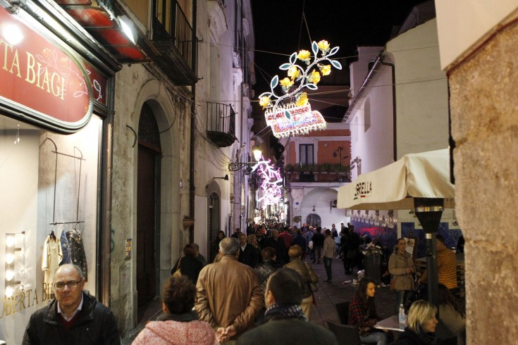 Più cestini in strada per Luci d'Artista, se ne discute in commissione - aSalerno.it
