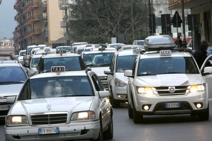 "Zitarosa scrive al sindaco Napoli: ""Pochi taxi a Salerno"" - aSalerno.it"