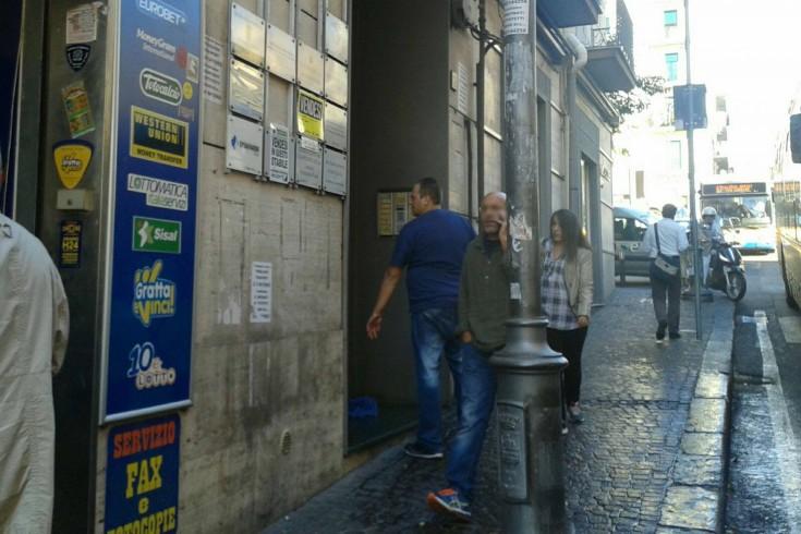 Abitazione allagata in via Dei Principati,doccia fredda per i passanti - aSalerno.it