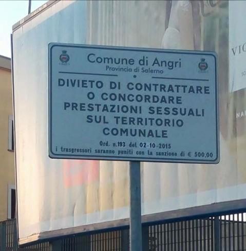 Angri, diventa virale il cartello anti-prostituzione- FOTO - aSalerno.it