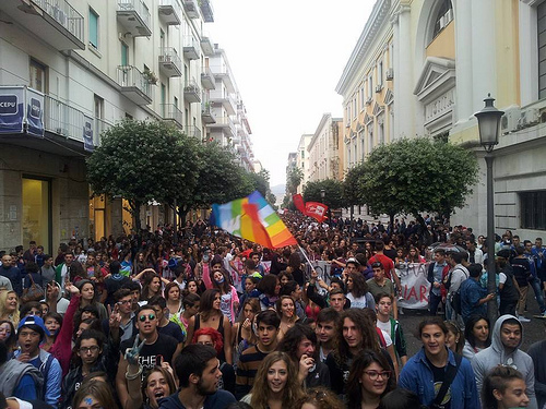 """""""Vogliamo potere"""": gli studenti salernitani scendono in piazza - aSalerno.it"""