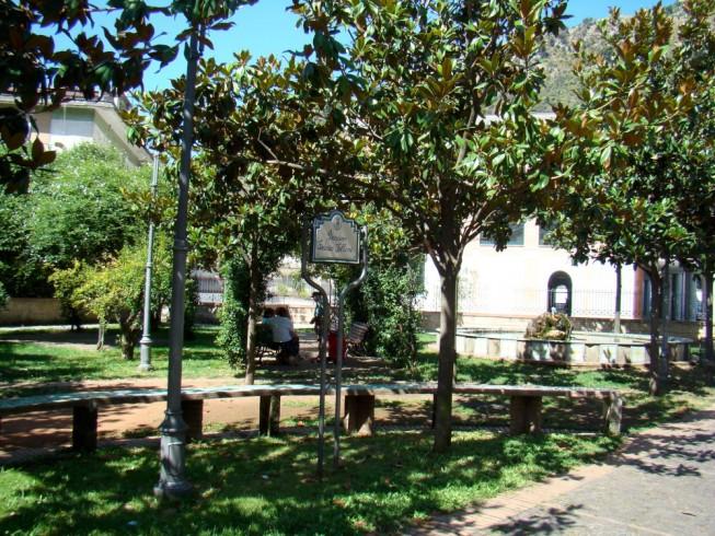 Giffoni, I volontari del South Land ripuliscono i parchi pubblici - aSalerno.it