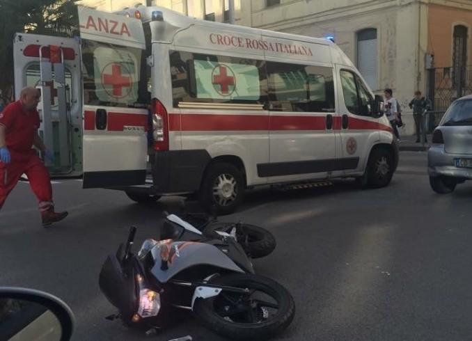 Corso Garibaldi, scontro fra auto e moto: paura per il motociclista - aSalerno.it