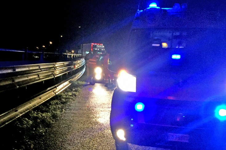 Si schianta con l'auto sul guardrail in tangenziale, impatto dopo l'uscita di Pastena - aSalerno.it