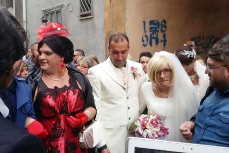 """Nozze gay a Pagani, gli """"sposi"""" in piazza - aSalerno.it"""