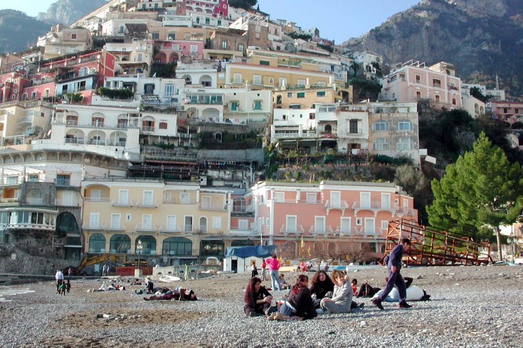 """Turisti stranieri un """"tesoro"""" nel Salernitano: media di 200 euro al giorno spesi a Positano - aSalerno.it"""