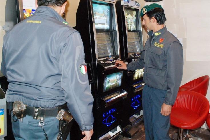 Videopoker abusivi in un circolo a Pagani, blitz della Finanza - aSalerno.it