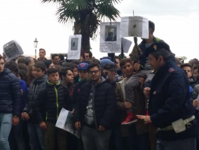 L'Itis Basilio Focaccia protesta per i problemi di edilizia scolastica - aSalerno.it