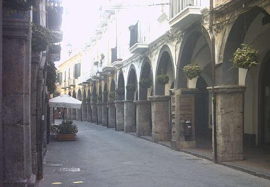 Cava de'Tirreni, vandali distruggono stemma della città - aSalerno.it