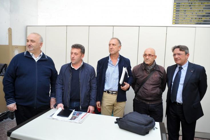 Il braccio di ferro tra vigili e Comune si allarga a tutti i comunali - aSalerno.it