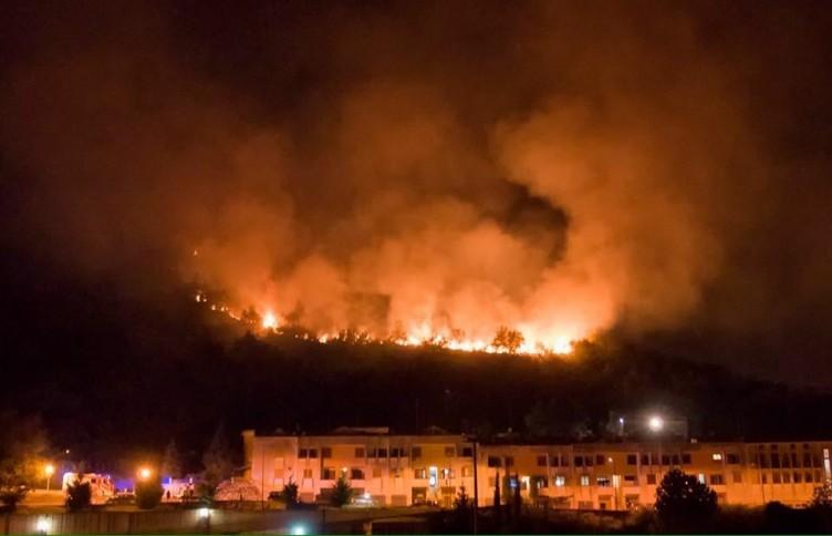 Paura a Capezzano: un vasto incendio divampa sulle colline - aSalerno.it