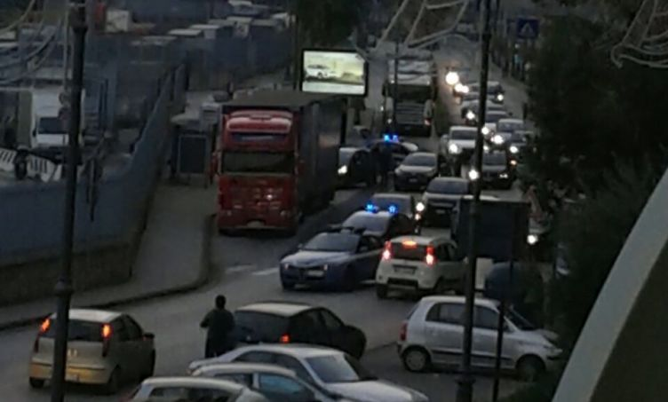Panico in zona porto, folle inseguimento a Salerno - aSalerno.it