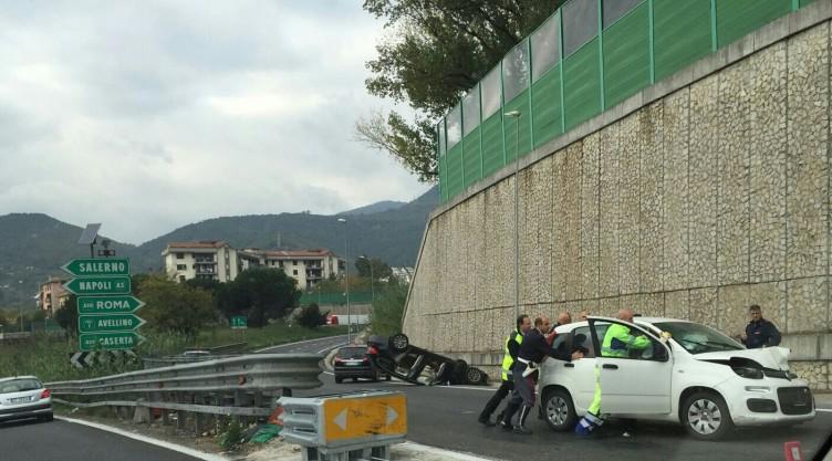 FOTO- Impatto violento tra auto in autostrada allo svincolo di Salerno - aSalerno.it