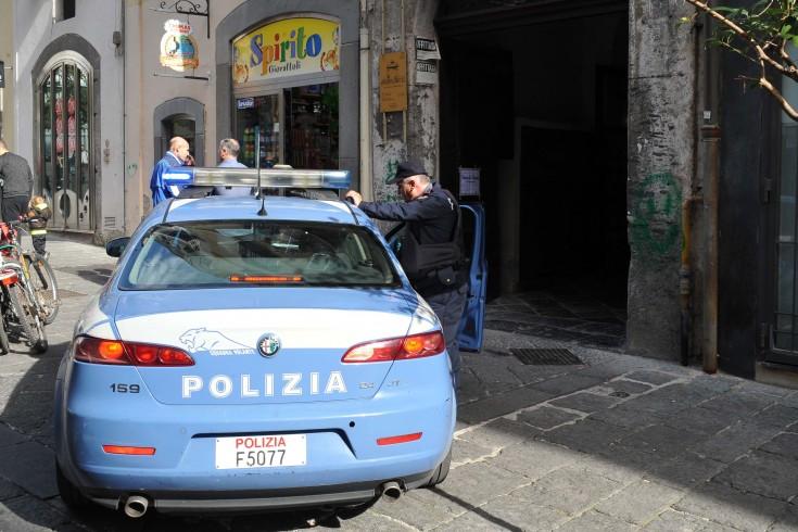 Caccia all'uomo nel centro storico, panico e inseguimenti - aSalerno.it
