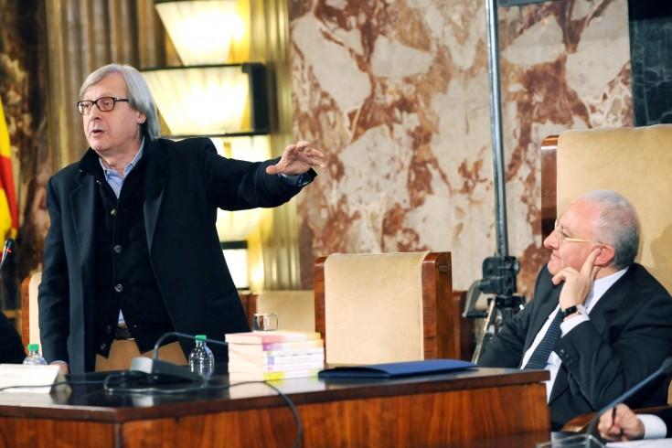 """Sgarbi show difende De Luca: """"A Salerno democrazia è minacciata"""" - aSalerno.it"""