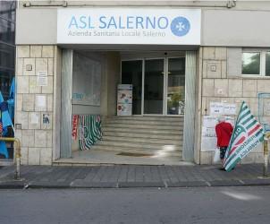 Salerno ASL protesta operatori comparto asl sanitario e relativa occupazione della direzione generale