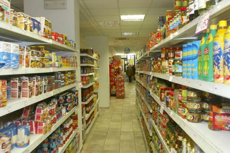 Ripreso dalle telecamere, dipendente ruba nel supermercato dove lavora - aSalerno.it