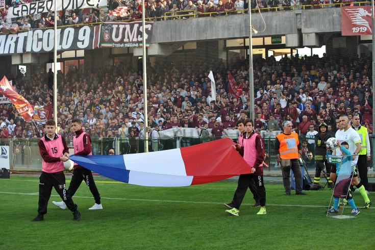 L'Arechi suona la Marsigliese, squadre in campo ricordando Parigi - aSalerno.it